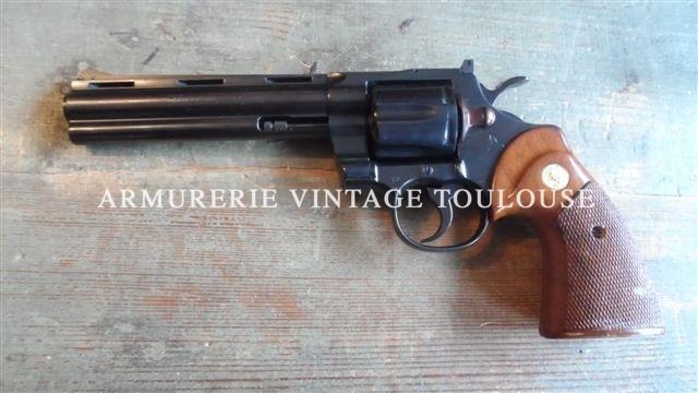 Beau révolver colt Python calibre 357 Magnum bronzé canon de 6 pouces