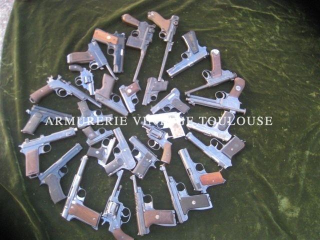 stock d'armes de poing vintage