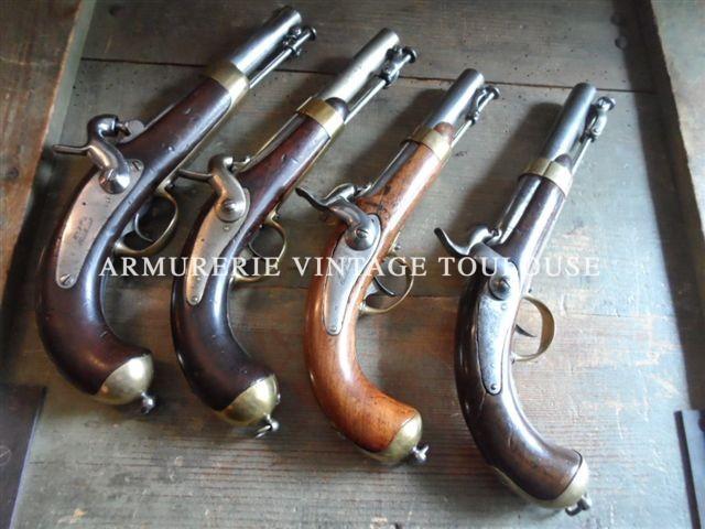 Lot de pistolets réglementaire français principalement marine
