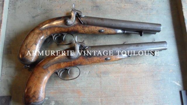 Grande paire de pistolets double à percussion de fabrication bourgeoise.