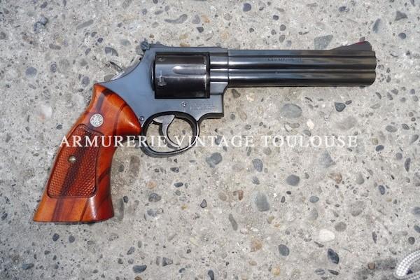 Smith et Wesson modèle 586 en canon de 6 pouces calibre 357 MAG