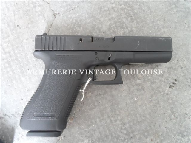 Pistolet Autrichien semi-automatique à carcasse polymère noir GLOCK 21 calibre 45 ACP