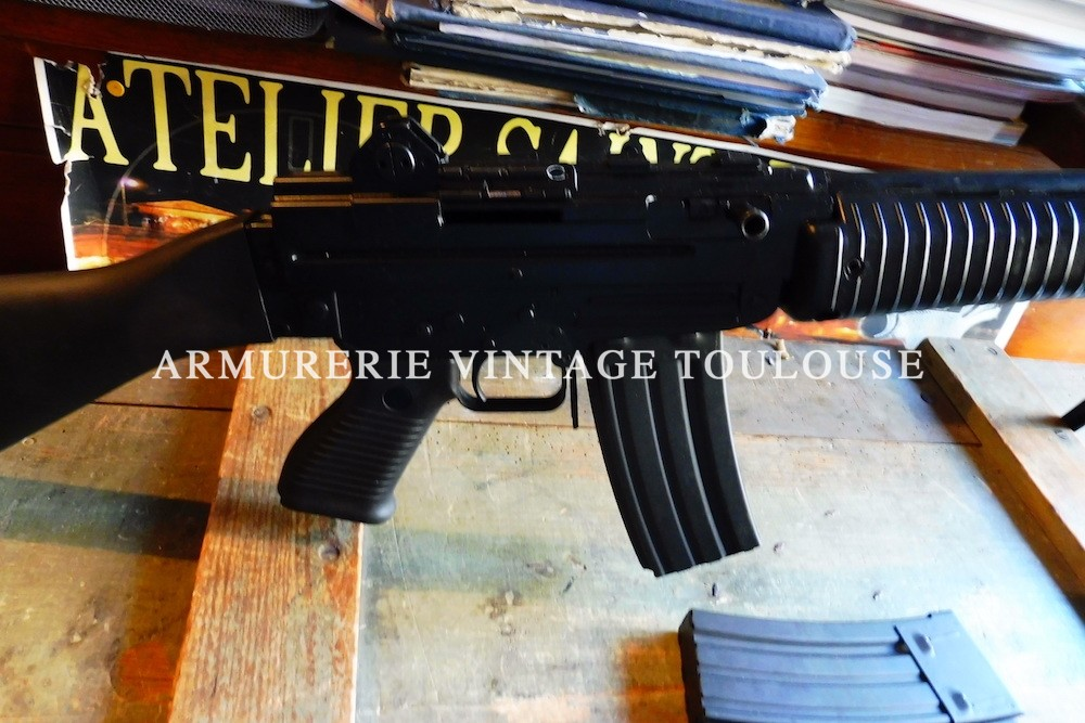 Rare fusil d'assaut semi automatique calibre 222 Rémington Beretta AR 70