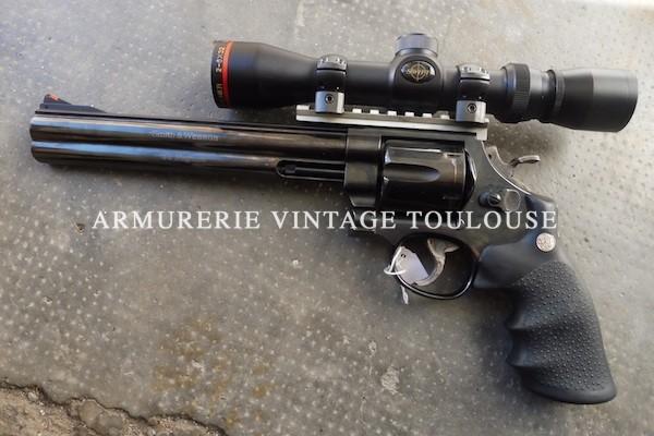 Impressionnant revolver Smith et Wesson modèle 29 CLASSIC