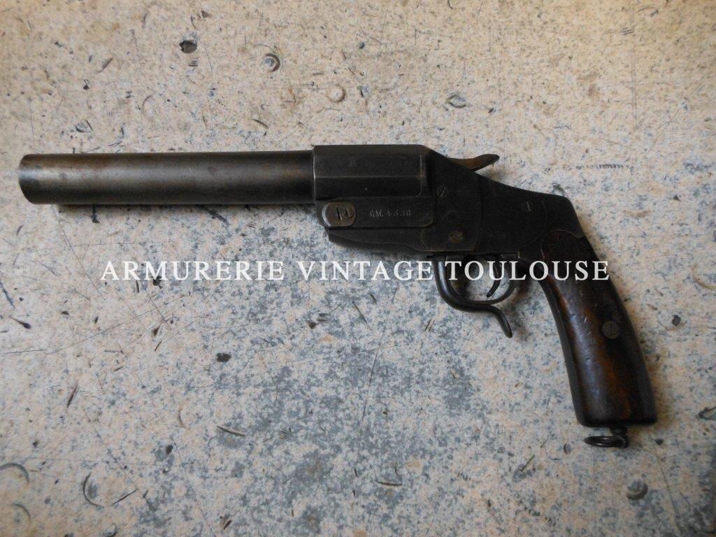 Petit lot de pistolets Lance fusée première guerre mondiale Allemand et français