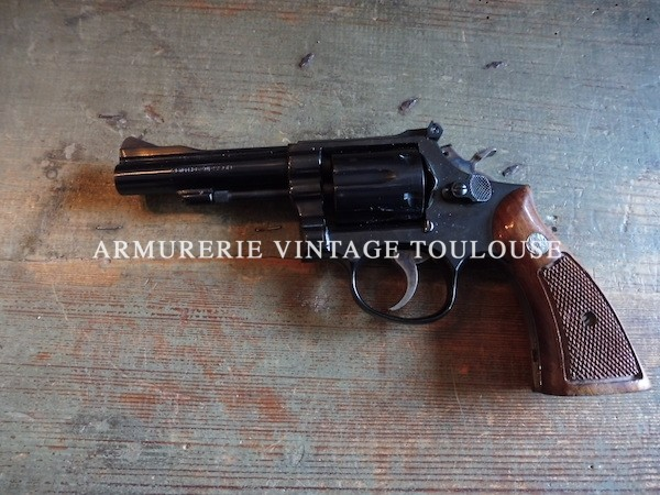Joli Revolver Smith et Wesson modèle 15 /3 en calibre 38 Spécial