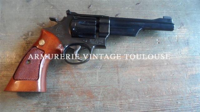 Grand révolver Smith et Wesson modèle 27/2 en canon de 6 pouces, comme neuf!!