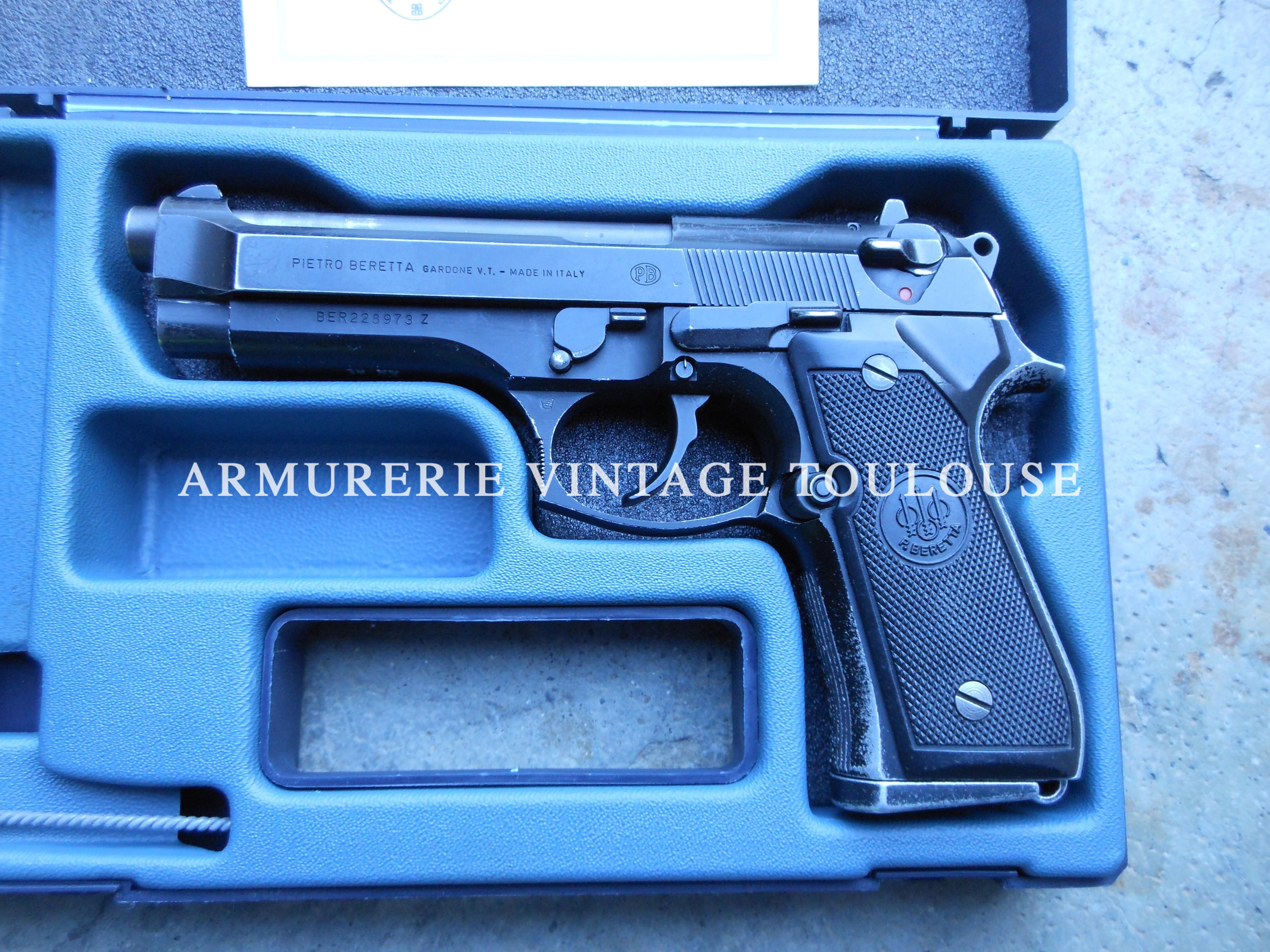Beau pistolet Beretta 92 FS neutralisé par le banc d'épreuve de st Etienne