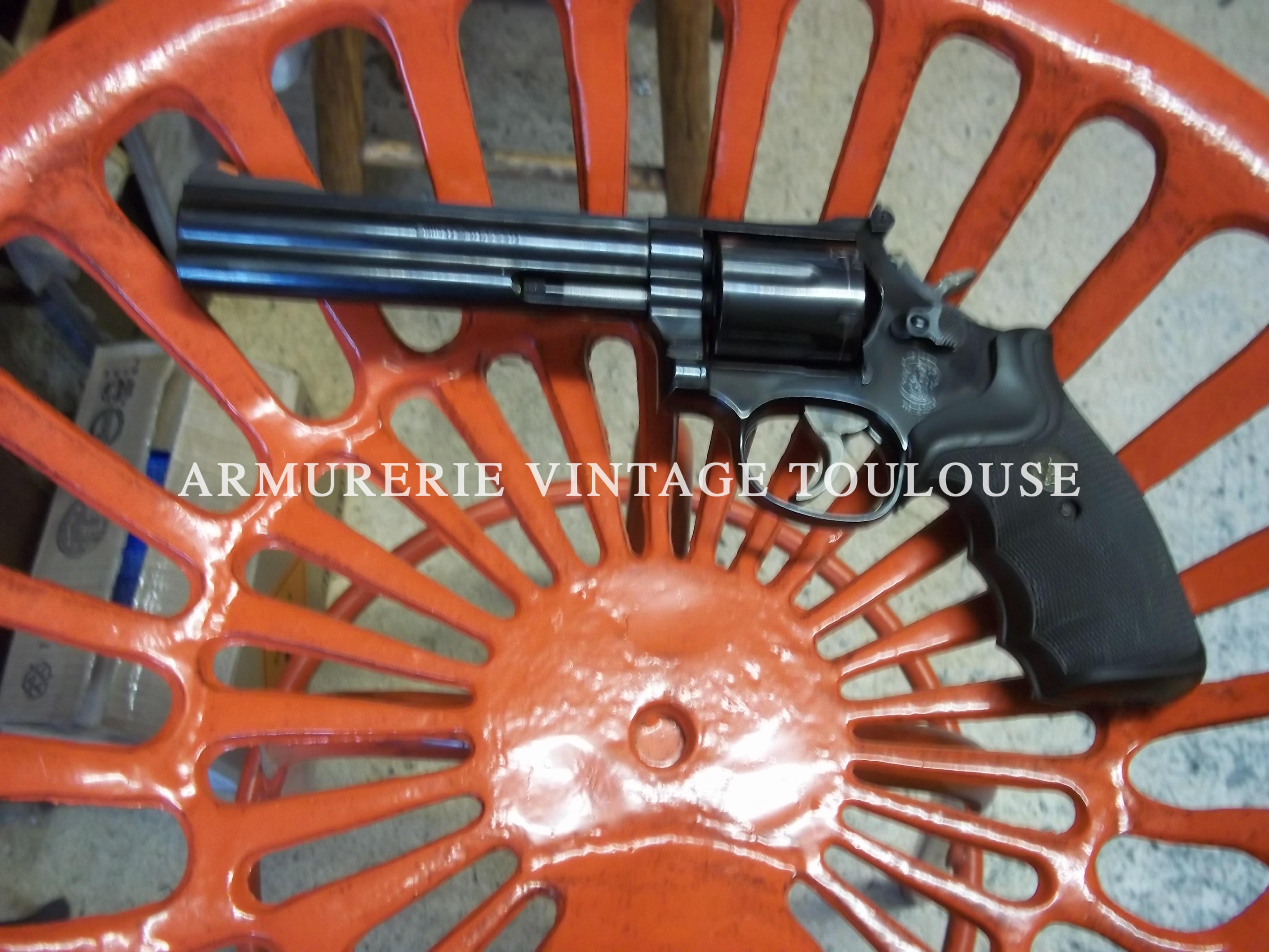 Beau revolver Smith et Wesson 586 canon de 6 pouces calibre 357 Magnum