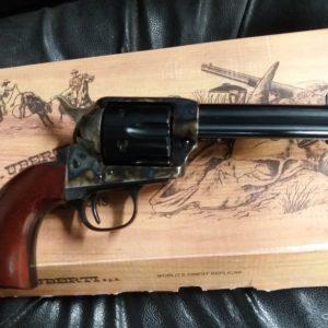 Joli revolver simple action fabrication italienne Uberti , réplique fidèle du célèbre Colt 1873