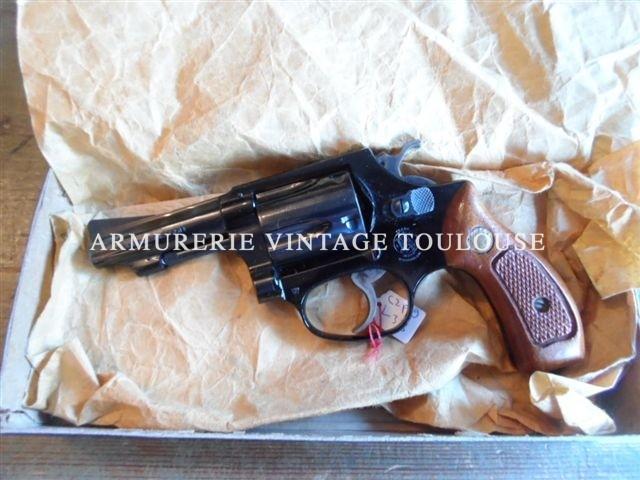 """Révolver vintage Smith et Wesson modèle 37 calibre 38SP 5 coups carcasse """"J"""" en dural anodisé noir"""