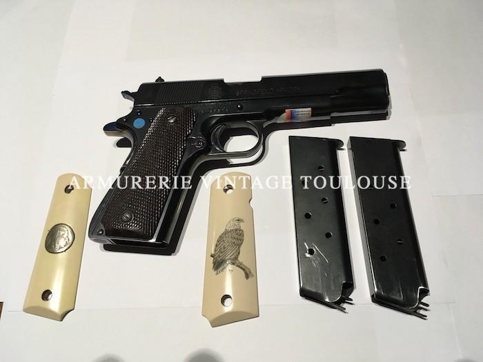"""Pistolet Springfield type  1911 A1 calibre 45 ACP en acier bronzé, livré avec deux paires de plaquettes, arme en parfait état, prix 1250 Euros catégorie """"B"""""""