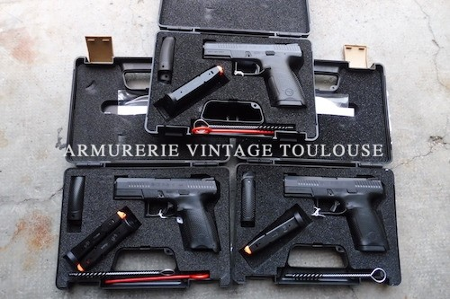 Petit lot du nouveau pistolet CZ P 10 alibre 9 x19 Pistolet carcasse polymère