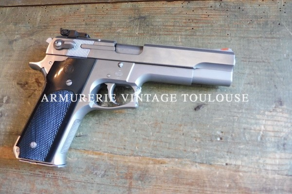 Smith et Wesson 645 calibre 45 A.C.P
