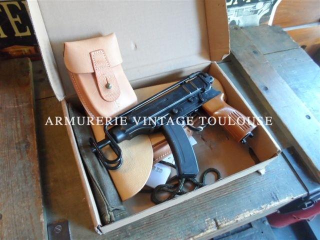 Pistolet CZ VZOR 61 scorpion calibre 32 ACP