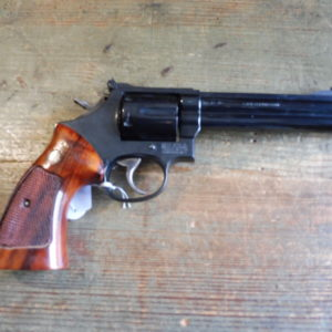 Joli revolver Smith et Wesson calibre 357 Magnum