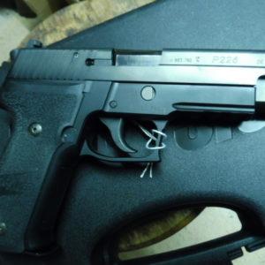 ANNONCE CLIENT: Splendide pistolet SIG P 226 bronzé calibre 9 X 19 dans sa boite.