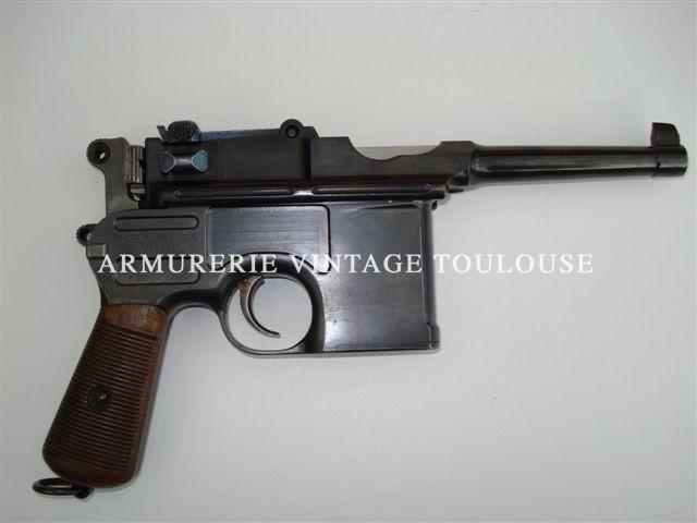 """Superbe pistolet Mauser"""" Bolo"""" calibre 7,63 Mauser intouché dans son étui crosse en bois."""