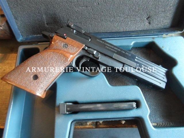 Pistolet Beretta modèle 89 calibre 22LR dans sa boite avec un chargeur
