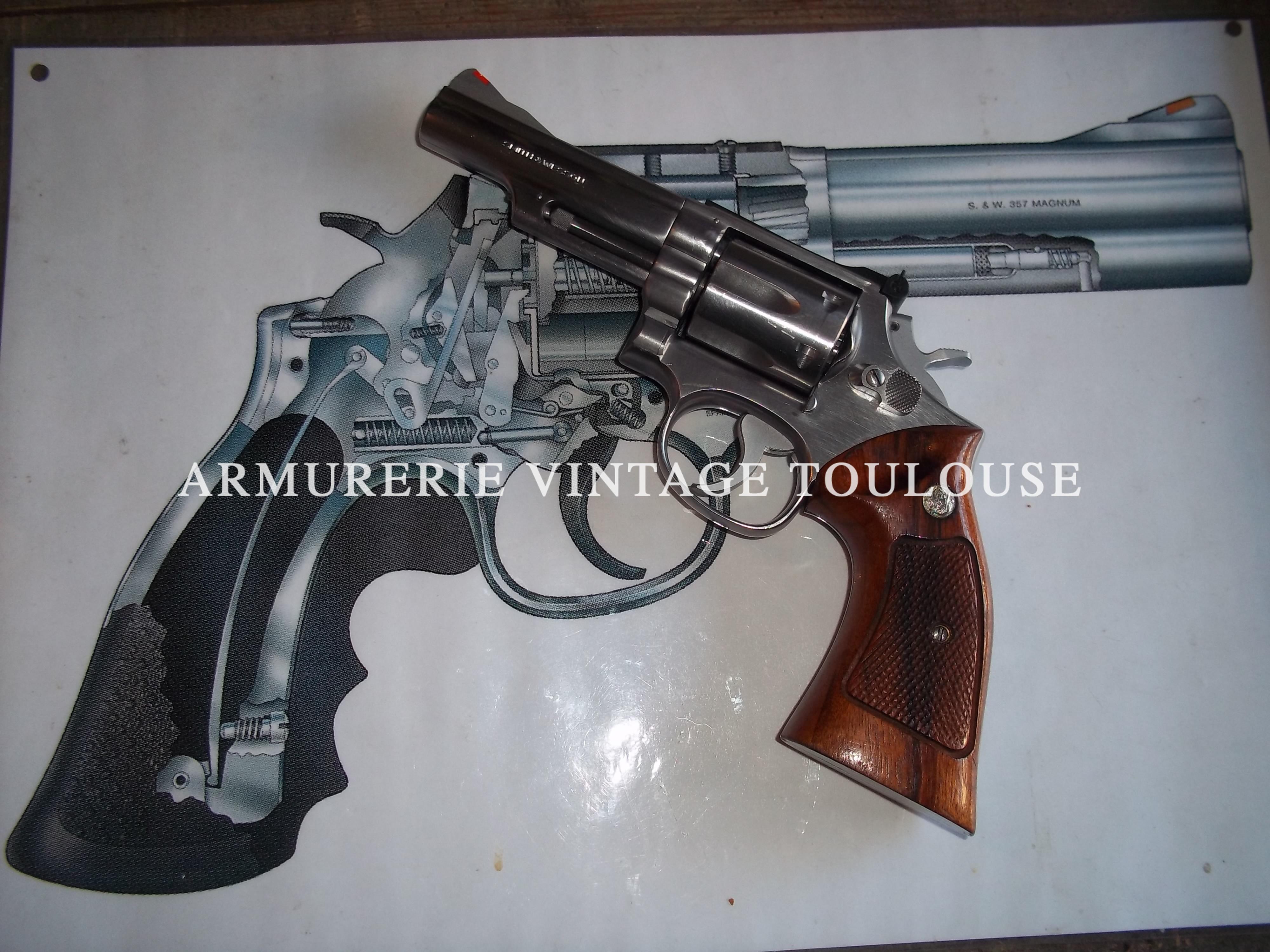 Revolver Smith et Wesson calibre 357 Magnum type 66/1 en canon de 4 pouces.