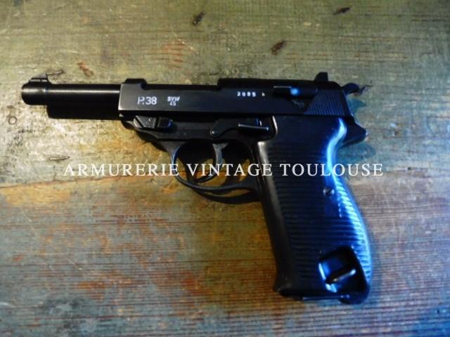 "Pistolet Walther P 38 calibre 9 X 19 fabrication Mauser ""svw"" en 1945"