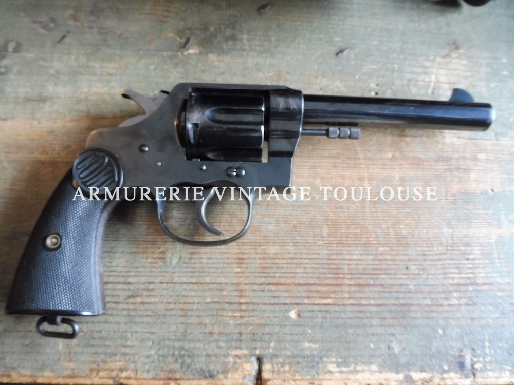 Splendide revolver Colt new service calibre 455 avec attribution régimentaire.