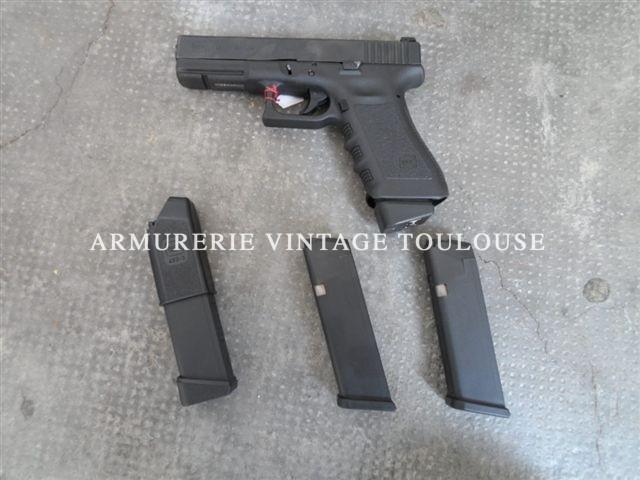 Pistolet Glock 17 génération III calibre 9X19 dans sa boite avec 4 chargeurs