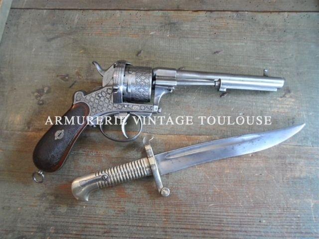 Extraordinaire Révolver à broche calibre 12MM de la maison Lefaucheux et son sabre baionnette yatagan!