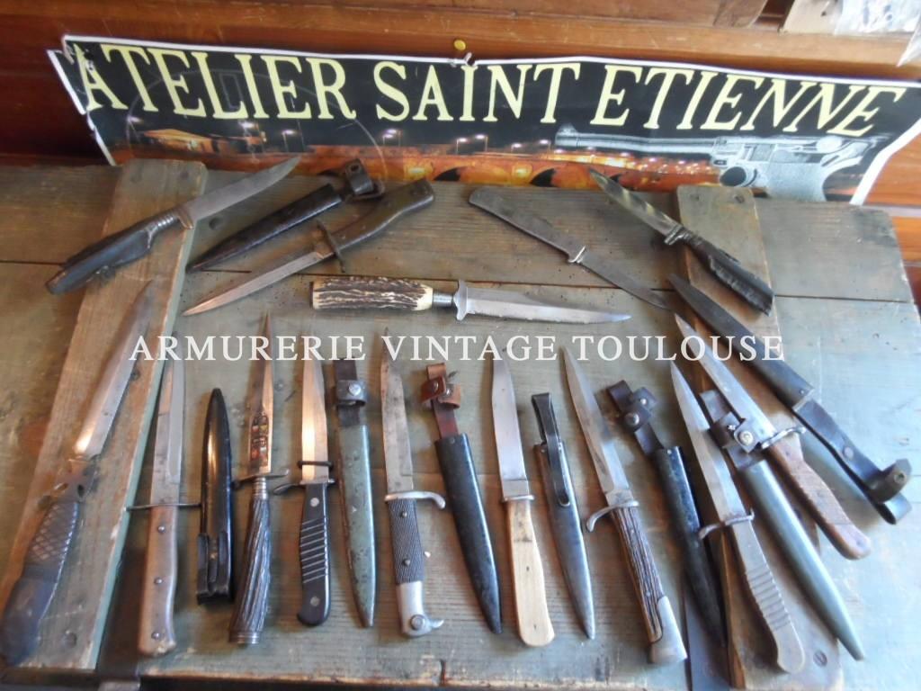 Belle collection sincère et de qualité de couteaux de combats et coupe papiers Allemands de la première et seconde guerre mondiale.
