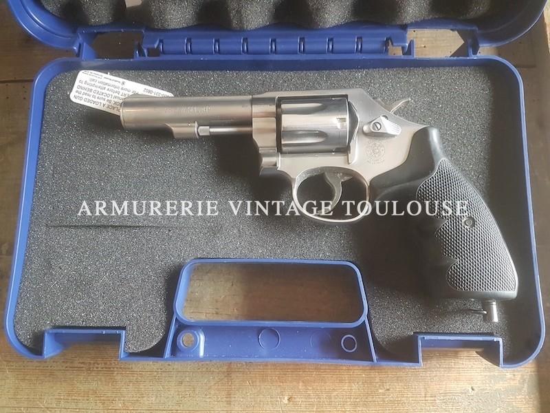 Revolver Smith et Wesson visée fixe canon de 4 pouces comme neufs !