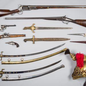 Vente aux enchères d'une belle collection d'armes anciennes et de chasse et militaria