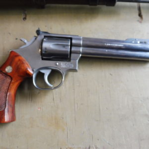 Splendide revolver Smith & Wesson 686/2 calibre  357 magnum en 6 pouces