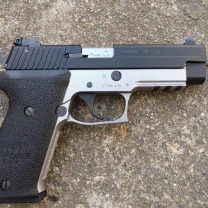 Pistolet bicolore SIG P 220 calibre 22 L.R.