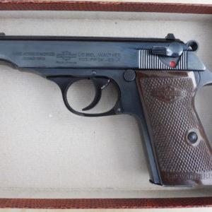 Pistolet semi automatique en acier usiné poli glace et bronzé noir Walther Manurhin PP calibre 22 LR