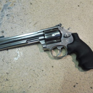 Joli revolver Smith et Wesson 686/4