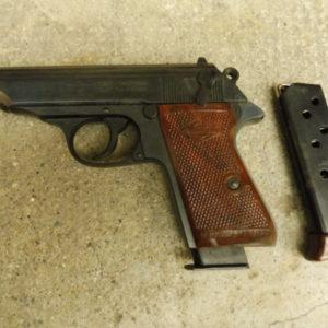 Joli pistolet Type Walther PP calibre 7,65