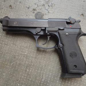 """Pistolet semi-automatique Sud Africain """"VECTOR"""" calibre 9 x19"""