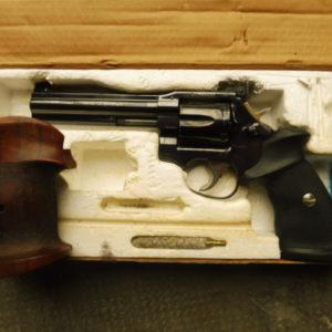 Superbe revolver Français calibre 357 magnum dans sa boite d'origine
