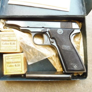 Superbe petit pistolet semi-automatique M.A.B. type E en calibre 6,35 mm