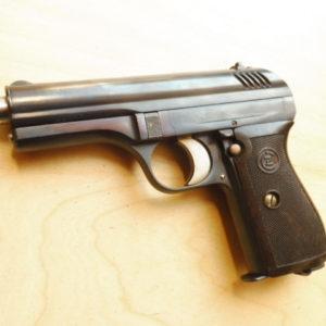 Superbe et convoitable pistolet semi-automatique CZ type 24 réglementaire Tchécoslovaque en calibre 9 mm court (380 A.C.P.)
