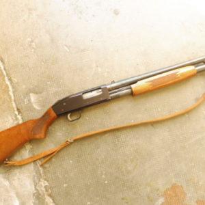 Fusil à pompe Mossberg calibre 12/70 modèle 500 A 6 coups canon de 470 mm