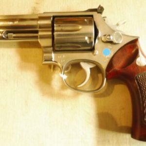 Un superbe revolver smith & wesson modèle 686