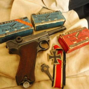 Splendide pistolet semi-automatique P.08 calibre 9 x 19fabrication Mauser (code 42) en 1940