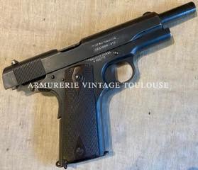 Pistolet semi-automatique 1911 fabrication Colt contrat pour la R.A.F.